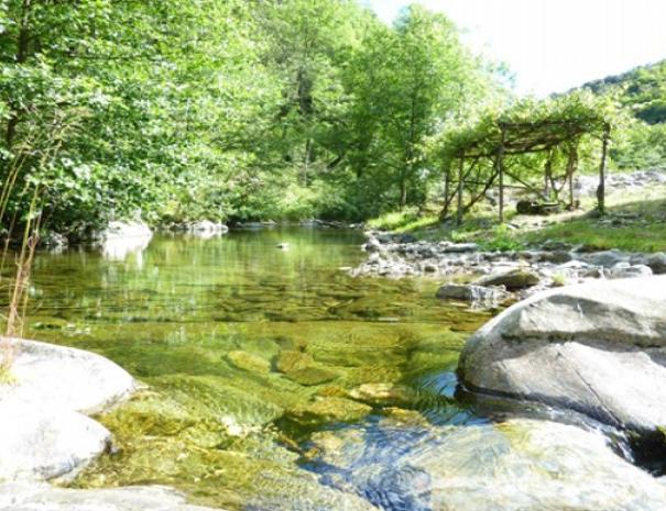 Propriété : Rivière et pergola